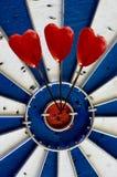 Corações em uma placa de dardo Imagem de Stock Royalty Free