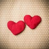 Corações feitos malha coloridos Imagens de Stock