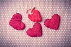 Corações feitos malha coloridos Imagens de Stock Royalty Free