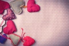 Corações feitos malha coloridos Foto de Stock Royalty Free