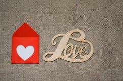 Corações, flores, fitas em uma luz de madeira Fotografia de Stock Royalty Free