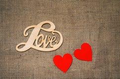 Corações, flores, fitas em uma luz de madeira Imagem de Stock Royalty Free