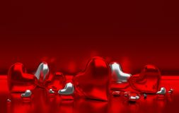 Corações lustrosos do metall vermelho no fundo vermelho com efeito da reflexão imagens de stock royalty free