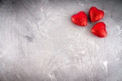 Corações no fundo cinzento Foto de Stock Royalty Free