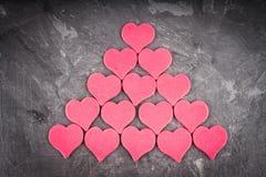 Corações no fundo cinzento Imagens de Stock