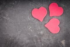 Corações no fundo cinzento Imagens de Stock Royalty Free