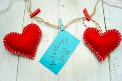 Corações no fundo de madeira Fotografia de Stock Royalty Free