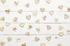 Corações no fundo de madeira Fotos de Stock