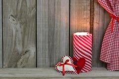 Corações pela luz de vela Imagem de Stock Royalty Free