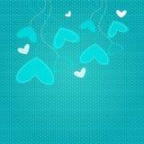 Corações que penduram na parte superior na textura azul Foto de Stock Royalty Free