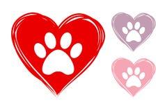 Corações tirados mão com as cópias animais da pata para dentro ilustração do vetor