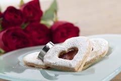 Corações Titanium do anel de noivado e do shortbread Imagem de Stock Royalty Free