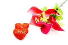 Corações vermelhos com flores imagens de stock royalty free