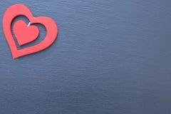 Corações vermelhos decorativos de tamanhos diferentes Foto de Stock Royalty Free