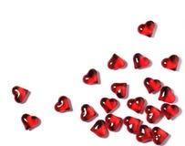 Corações vermelhos em um fundo branco com sombras, fundo do conceito dos Valentim Fotografia de Stock Royalty Free