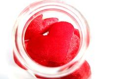 Corações vermelhos na garrafa Fotos de Stock