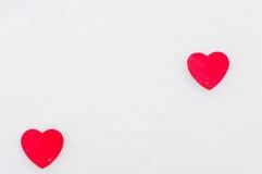 Corações vermelhos na neve Imagens de Stock