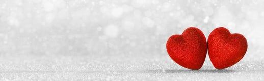 Corações vermelhos no fundo do brilho imagem de stock royalty free