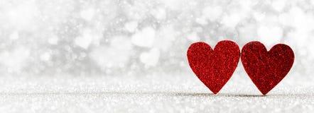 Corações vermelhos no fundo do brilho fotos de stock royalty free