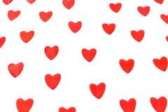 Cora??es vermelhos no fundo isolado Conceito do dia do ` s do Valentim imagem de stock royalty free