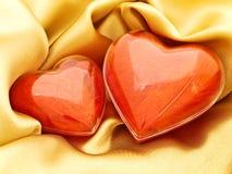 Corações vermelhos no ouro Fotografia de Stock Royalty Free