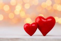 Corações vermelhos o fundo do bokeh Fundo do dia do Valentim Imagens de Stock