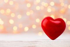 Corações vermelhos o fundo do bokeh Fundo do dia do Valentim Foto de Stock