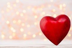 Corações vermelhos o fundo do bokeh Fundo do dia do Valentim Imagem de Stock Royalty Free