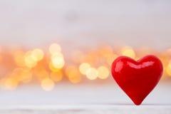 Corações vermelhos o fundo do bokeh Fundo do dia do Valentim Imagens de Stock Royalty Free