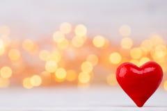 Corações vermelhos o fundo do bokeh Fundo do dia do Valentim Foto de Stock Royalty Free