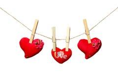 Corações vermelhos que penduram na corda Fotografia de Stock Royalty Free