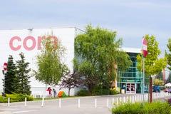 CORA do supermercado em Cluj-Napoca, Romênia Foto de Stock