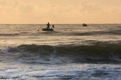 Coracles de pêche sur la mer, bateaux tribals au village de pêche Photo stock