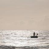 Coracles de pêche sur la mer, bateaux tribals au village de pêche Images stock