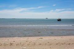 Coracles nautiques de pêche en mer, bateaux tribals à la pêche Photographie stock libre de droits