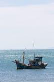 Coracles nautiques de pêche sur la mer, bateaux tribals Photo stock