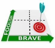 Corajoso contra a escolha corajosa ou arriscada insensata da matriz das palavras Fotografia de Stock