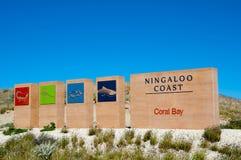Coral Bay Welcome Sign imagen de archivo libre de regalías