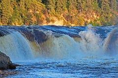 Coral Falls in den Nordwest-Territorien lizenzfreies stockbild