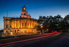 Coral Gables City Hall na noite imagens de stock royalty free