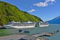 Coral Princess und Ruby Princess in Skagway Alaska Lizenzfreie Stockbilder