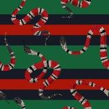 Coral Snakes Seamless Pattern Bakgrund för mode för ormhud för textiltyg, tryck, tapet Djur reptil stock illustrationer