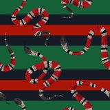 Coral Snakes Seamless Pattern Fondo de la moda de la piel de serpiente para la tela de materia textil, impresiones, papel pintado stock de ilustración
