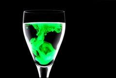 Corante alimentar no vidro de vinho Foto de Stock Royalty Free