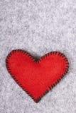 Coração de feltro do vermelho Fotografia de Stock Royalty Free