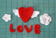 Coração feito crochê vermelho Fotografia de Stock Royalty Free