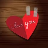 Corazón al amor en el papel rojo Fotos de archivo