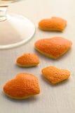 Corazón anaranjado de las cáscaras de naranja Fotografía de archivo
