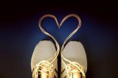 Corazón atado de la zapatilla de deporte fotografía de archivo libre de regalías