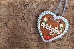 Corazón bávaro del pan de jengibre de Oktoberfest imagen de archivo